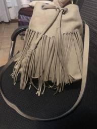 Bolsa tiracolo com franjas