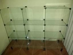 Painel canaletado e balcão de vidro
