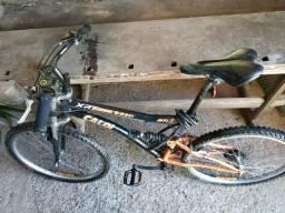 Duas bicicletas Caloi XRT com dupla suspensão