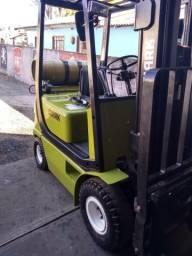 Empilhadeira clark. 1.800kg