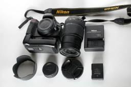 Nikon d5100 com lente 18 55 e grip