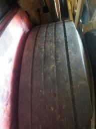 Vendo 2 pneus 10.00.20