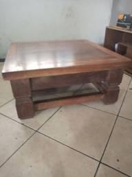Vendo mesa de centro de madeira rústica.