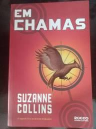 Em Chamas, segundo livro Jogos Vorazes. Suzanne Collins