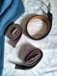 Conjunto de roupas e cintos