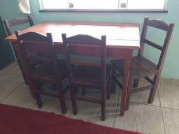 Vendo mesa de madeira pura ,tem mais de 15 anos na família.