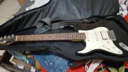 Guitarra pra canhoto em ótimo estado de conservação 250