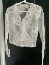 Blusinha branca transparente com bordado prateado