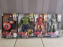 Bonecos da Marvel Titan Heros