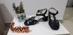 sandália de couro preta nova na caixa nr 34
