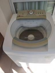Uma máquina de lavar usada