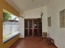 CAMBOINHA: Mobiliada com três quartos