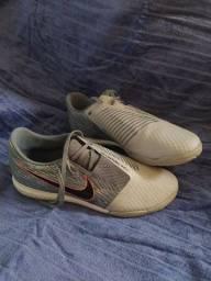 Chuteira Nike tamanho 39
