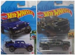 2 Carrinhos Hot Wheels Jeep Gladiador e Chevy Silverado