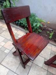 Mesas e cadeiras dobravel em madeiras
