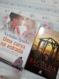 """Combo dois livros do Nicholas Sparks: """"Uma curva na estrada"""" e """"A escolha""""."""