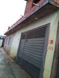 Casa 4 cômodos com garagem fechada...