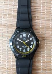 Relógio QeQ Quartz.