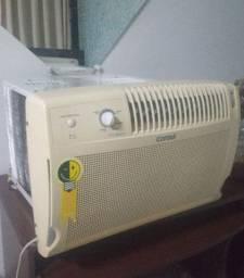 Ar condicionado Consul 7500 btus, gela bem, muito econômico