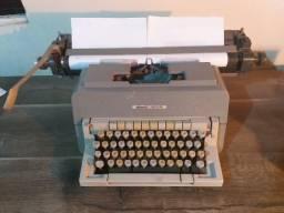 Maquina de Escrever Antiga Olivetti Linea 98 - papel A4 e A3