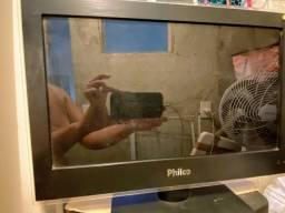 Tv pequena com defeito