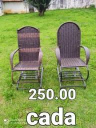 Cadeiras de balanço e banquetas