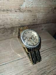 Vende-se relógio dourado. Guess
