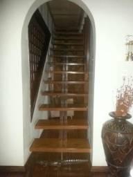 Linda escada de madeira Ipé