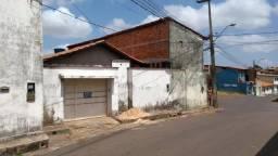 Casa a 50 metros da Av. Guajajaras, ideal para empresas ou depósito