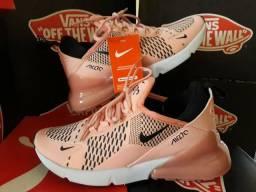 Tênis femenino Nike 270