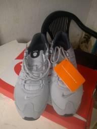 Tênis Nike Shox novo na caixa!! número 41,42