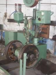 Maquina de Encher Roletes e Roda Guia