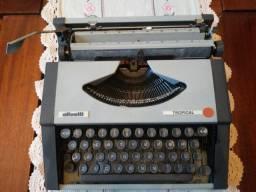 Máquina de escrever maleta, marca Ollivetti, modelo Tropical