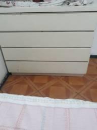 Cômoda branca, de madeira, 4 gavetas