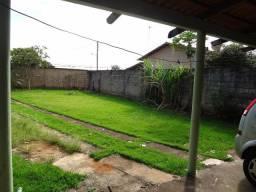 Fantástico imóvel com 3 quartos 1 suíte quintal c/ 300m2 de área gramada