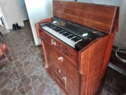 Órgão mais de 80 anos raridade perfeito estado tocando ainda