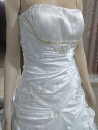 Vende-se Vestido de Noiva Cetim com Renda Usado 2x