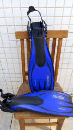 Vendo macacão Mormaii 5 mm capuz e nadadeira