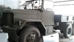 Caminhão militar 6x6