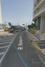 Vende-se apartamento na Pitangueiras excelente localização!