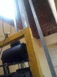 Máquina de furar poço vendo ou troco
