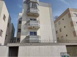 Apartamento para alugar com 3 dormitórios em Santa monica, Uberlandia cod:470004