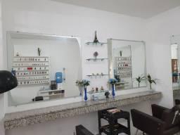 Espelhos com prateleira de vidro e bancada de mármore
