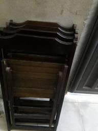 Quatro cadeiras dobráveis de Madeira