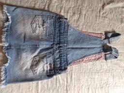Jardineira jeans semi nova zumvest