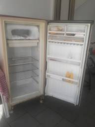 Vendo geladeira gela muito