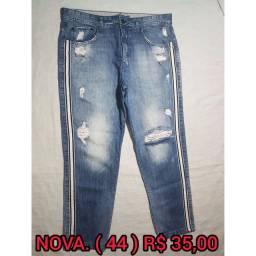 Calças jeans e coloridas