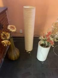 Vasos e luminária