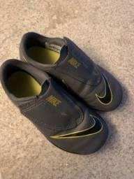 Chuteira Nike 28,5
