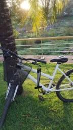 Bicicleta SAMY ARO 26 com acessórios.